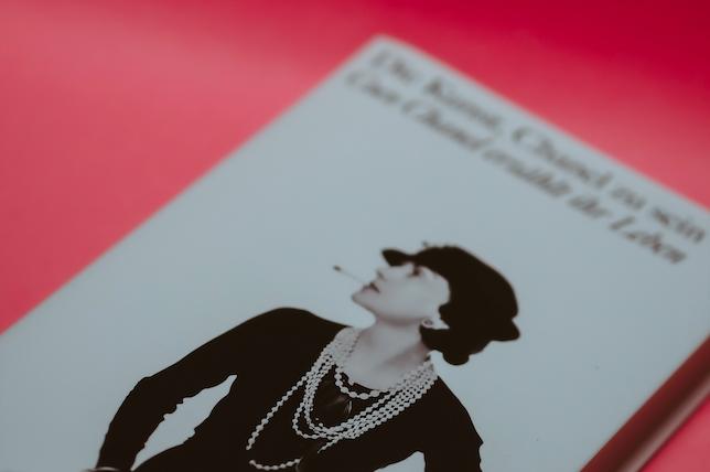Co má společného Coco Chanel a koučka?